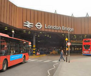 London Bridge Station. CC BY-SA 2.5. Based on original by Stacey Harris, Wikipedia File:London_bridge_exterior.jpg